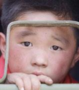地震灾区孤儿您愿意收养吗