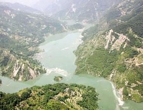 唐家山堰塞湖处于极高危险级 近七万人已转移