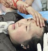 汶川11岁小女孩骨折仍坚强:请你们去救其他人